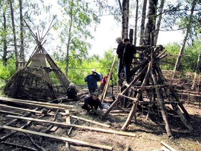 <p><strong>9</strong>. Barınak yapım kampı</p>