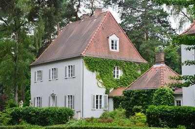 <p><strong>9.</strong> Festspielhaus Hellerau (Mimarı: H. Tessenow)<br />  Kaynak:  www.cicerone-dresden.de</p>