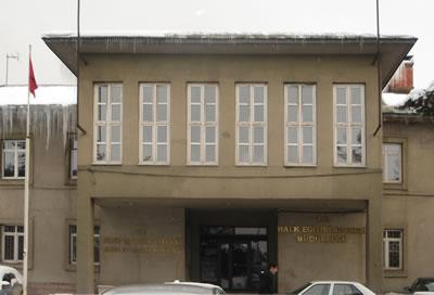 <p><strong>Resim  9.</strong> Erzurum Halkevi  giriş cephesi<br />Kaynak: A. Deniz Yeşiltepe arşivi