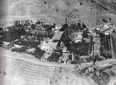 <p><strong>9.</strong> Cürek in peyzajı<br />Divriği Belediyesi Arşivi,  1950 ler, Tam Yılı Bilinmiyor</p>