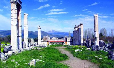 <p><strong>9. </strong>Aphrodit Tapınağı. Heykel  okulunun yanında olan yapı, kentin önemli yapılarındandır.</p>