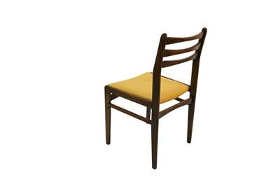 <p><strong>9.</strong> İstanbul Çukurcumada yer alan bir eskiciden satın  alınarak restore edilen sandalye, Johannes Andersenin tik sandalyesi taklit  edilerek üretilmiştir</p>