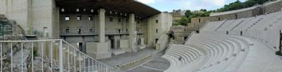 <p><strong>9.</strong> Grassi-Portaceli  projesine göre uygulanan Sagunto Tiyatrosu sahne müzesi ve oturma yerleri, 2001.<br />   Fotoğraf:  İ. Can Şiram</p>