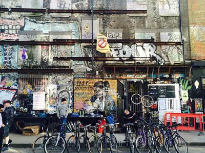 p><strong>9. </strong>Shoreditch-Brick  Lane kesişiminde Sclater Caddesinde graffiti yapılmış duvarlardan biri<br />    Fotoğraf: Eda  Kutluözen</p>
