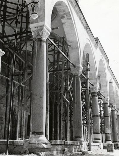 <p><strong>9.</strong> Son Cemaat Yeri Revak Strüktürü, 1965  Yılı Onarımı <strong></strong><br />   Kaynak: VGM Arşivi<strong></strong></p>