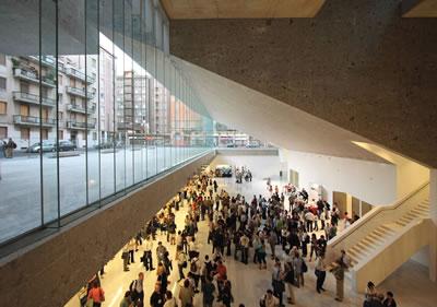 """<p><strong>9.</strong> Università  Luigi Bocconi, """"içeri ve dışarı"""" ilişkisi (1)<br />   Fotoğraf: Alexandre Soria</p>"""