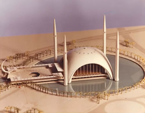 <p><strong>9. </strong>Sharjah Camii, Birleşik Arap Emirlikleri, 1982</p>