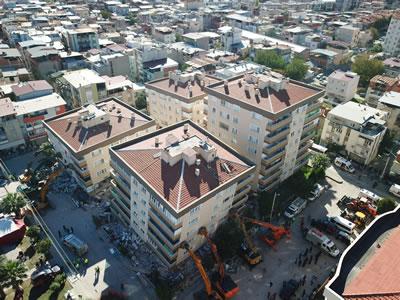 <p><strong>9. </strong>Hasarlı  binaların olduğu bölgeye üstten bir bakış<strong></strong><br /> Kaynak: Mimarlar Odası İzmir  Şubesi arşivi<strong></strong></p>