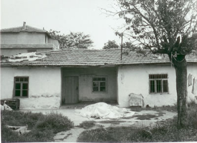 <p><strong>9.</strong> Muratlı Köyü'nde bir göçmen evi, 2004</p>