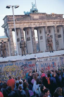 1- Berlin Duvarı yıkılmadan önce