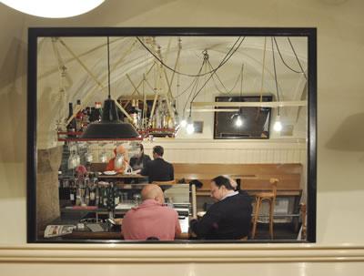 2. Viyana'da bulunan işlek bir müziksiz lokanta