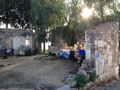 <p><strong>Resim 6.</strong> ODTÜ Mimarlık Fakültesi öğrencilerinin yaz stajında  tasarlayıp inşa ettikleri Köy müze ve misafirhane yapısının günümüzdeki durumu</p>