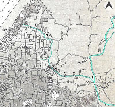 <p><strong>Harita  4.</strong> İlk olarak 1836-7 tarihinde Thomas Graves tarafından oluşturulan, ancak ileriki  tarihlerde eklemelerle güncelleştirilen kent merkezinin yerleşim planında  Boyacı Deresi. 1: Kervan Köprüsü, 2: Köprü + Su Değirmeni, 3: Köprü, 4: Su  yapıları. (Akarsular yazar tarafından vurgulanmıştır.)<br />  Kaynak: Kolektif, 2013, ss.108-118.</p>