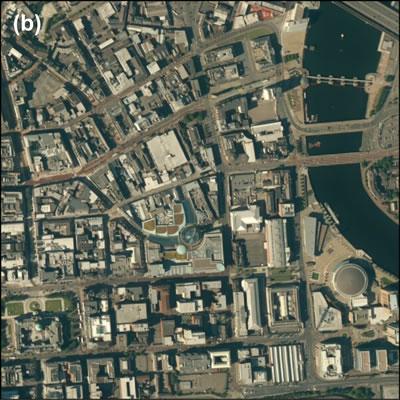 <p><strong>Harita </strong><strong>2. Belfast doku görüntüleri: (b) nötr kent merkezi ve su kenarı alanlarıKaynak:  ESRI Imagery, 2014</p>