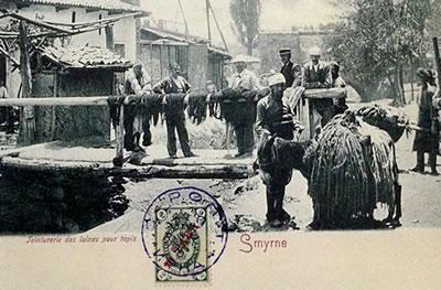 <p><strong>Resim 3. </strong>Olasılıkla  19. yüzyıl sonu, 20. yüzyıl başlarında İzmir&rsquo;deki boyahanelerden geçen bir  dereden görünüm.<br />  Kaynak: Yeğin,  2009. </p>
