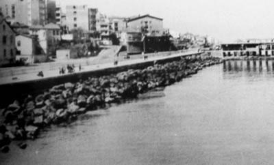 4. Devlet sahil yolu inşasından önce Trabzon sahil şeridi 1960'lar Gazipaşa Caddesi ve Sahil Yolu (Kaynak: Kardeş, 2005)