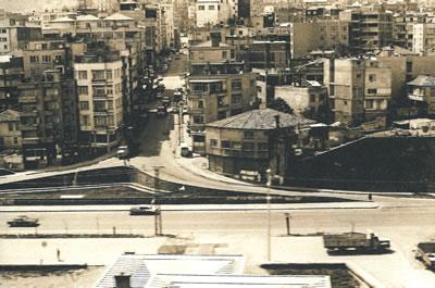 5. Devlet sahil yolu inşasından sonra Trabzon sahil şeridi 1970'ler, Gazipaşa Caddesi ve Sahil Yolu (Kaynak: Bölükbaşı, 2006)
